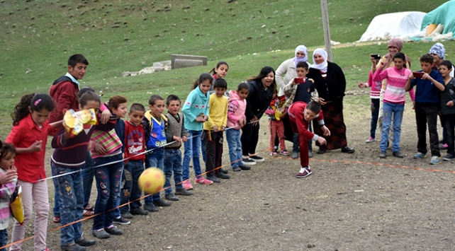 Muşlu çocuklar Köyvivor ile eğleniyor