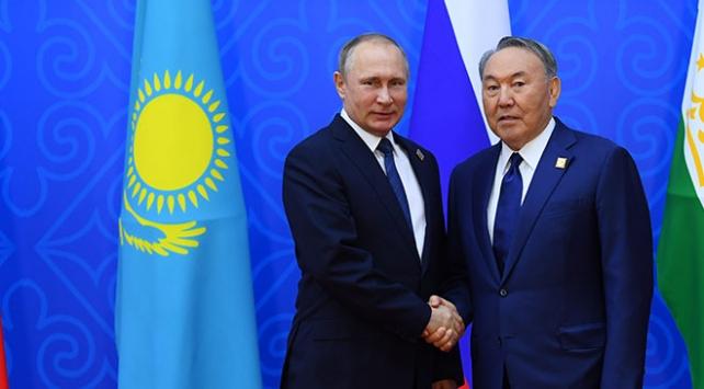 Putin, Nazarbayev ile Suriyeyi görüştü