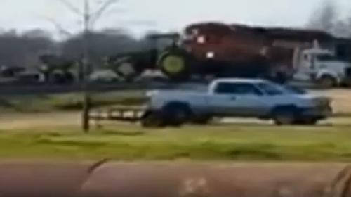 Tren traktörü böyle biçti