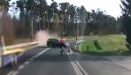 Kontrolden çıkan otomobil bisikletliye çarptı