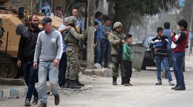 """Afrinlilerin yarasını saran Mehmetçiğe """"İnsanlık Ölmedi"""" ödülü"""