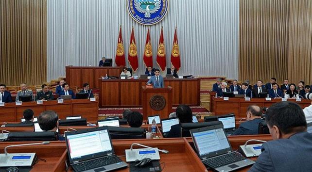 Kırgızistanda hükümet düştü