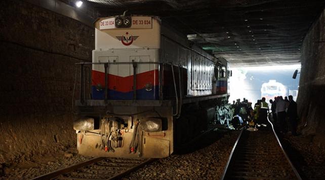 Aydında yük treni raydan çıktı