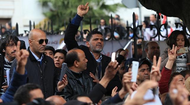 Tunusta öğretmenlerin hükümeti protestosu devam ediyor