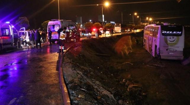 Konyada yolcu otobüsü bankete düştü: 18 yaralı