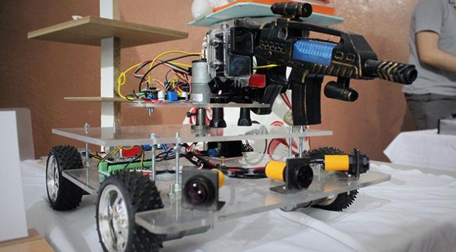Liseli öğrenciler savaş robotu üretti