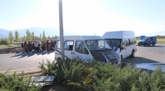 Erzincanda iki minibüs çarpıştı: 12 yaralı