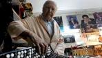 65 yıllık akordeon ustası mesleğini bırakmıyor