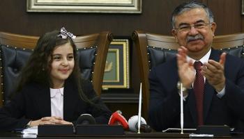Milli Eğitim Bakanı Yılmaz koltuğunu ilkokul öğrencisi Gizem Ünala devretti