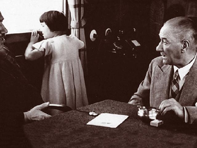 TSKnın 23 Nisan klibi Atatürkün çocuk sevgisini bir kez daha hatırlattı