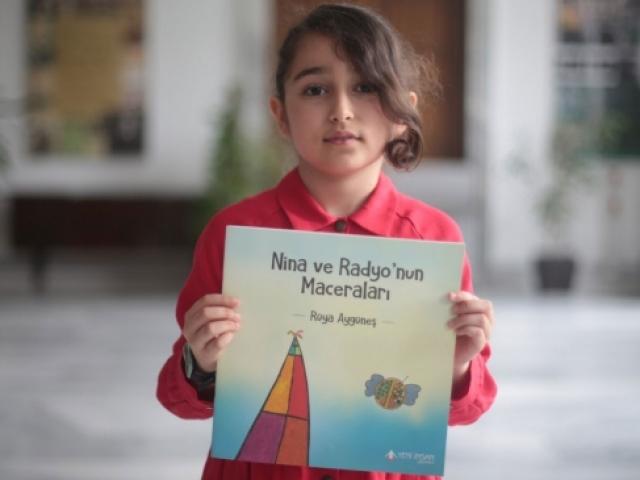 Radyoyu çok seven küçük kız kitap yazdı: Nina ve Radyonun Maceraları