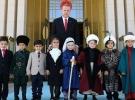 Cumhurbaşkanı Erdoğan, çocuklara Külliyeyi gezdirdi