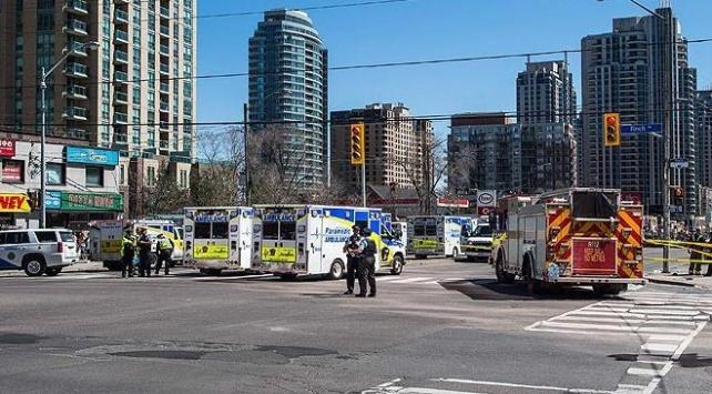 Torontoda bir araç yayaların arasına daldı: 10 ölü, 15 yaralı