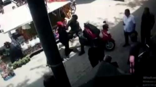 Motosiklet sürücüsü hamile kadına saldırdı