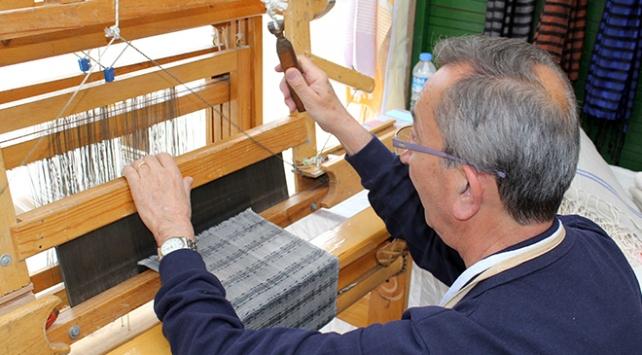 60 yıldır dokumacılık yapıyor