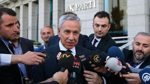 Bülent Arınç: AK Parti ve Genel Başkanına zarar verecek hiçbir hareketin içinde olmam