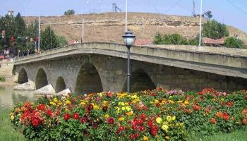 Tarihi köprü trafiğe kapandı