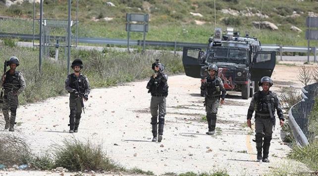 İsrail askerleri Gazzede barışçıl göstericilere ateş açtı