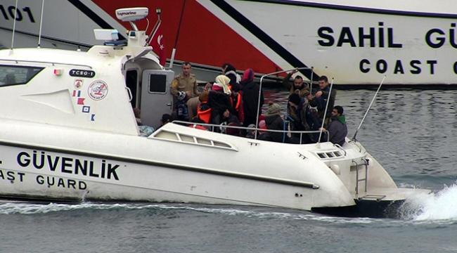 İzmirde arızalanan bottaki göçmenleri kurtarma operasyonu