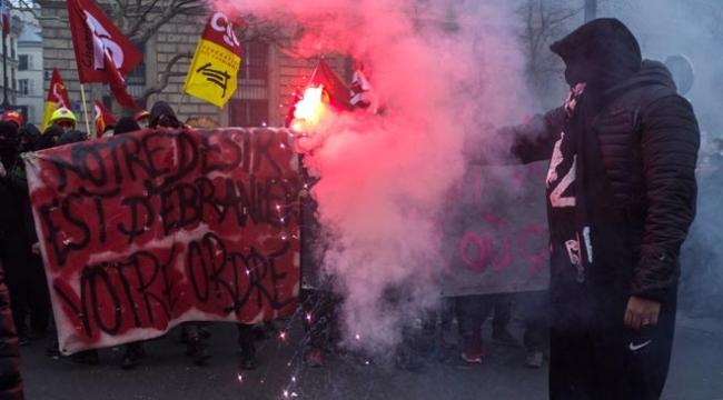 Fransada grev ve gösteriler ülke ekonomisini sarsıyor