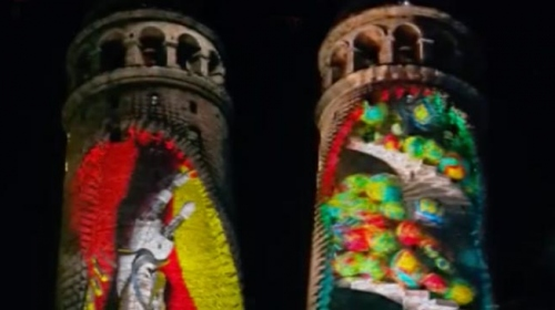 Galata Kulesinde video mapping gösterisi izleyenleri mest etti