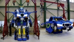 """Çocukluk hayali """"arabaya dönüşen robot"""" gerçek oldu"""