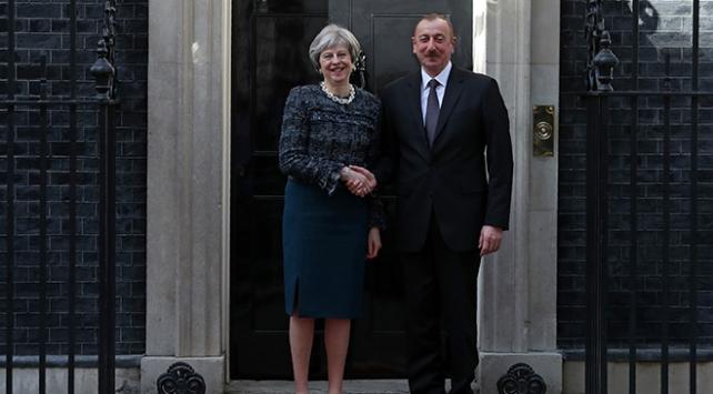 İngiltere Başbakanı May ile Azerbaycan Cumhurbaşkanı Aliyev bir araya geldi