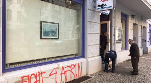 YPG/PKK yandaşları Berlinde bir caminin camlarını kırdı