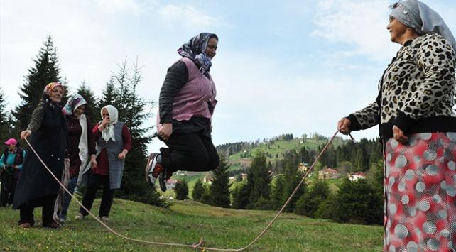 Karadeniz kadını işini de yapar sporunu da