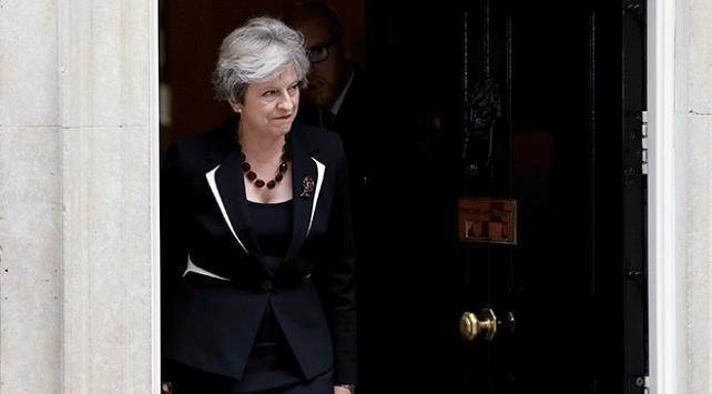 İngilterede hükümet istifalar ve Brexit nedeniyle köşeye sıkıştı