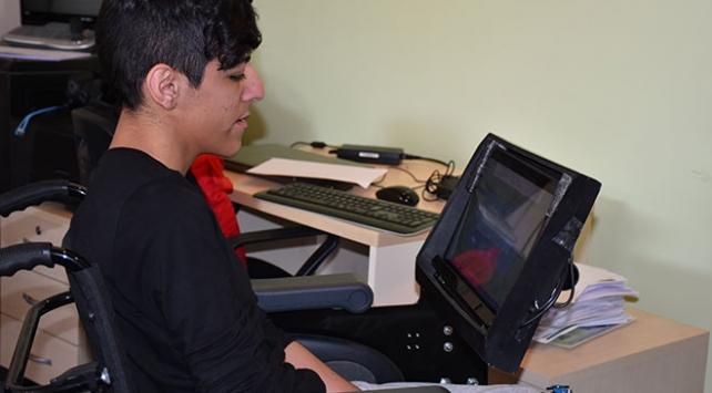 ODTÜ'lü bilim insanları, hiçbir fiziksel temas gerektirmeden sadece göz hareketleri ile kullanılabilen tekerlekli sandalye teknolojisi ile ilgili görsel sonucu