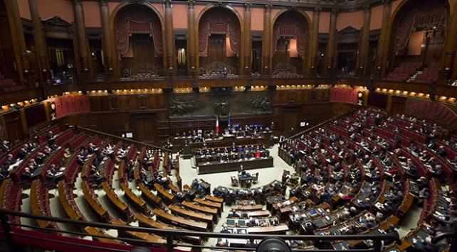 İtalya siyasi istikrarsızlıktan çıkış yolu arıyor