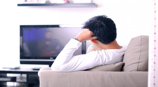 Türkler günün 2 saat 17 dakikasını ekran karşısında geçiriyor