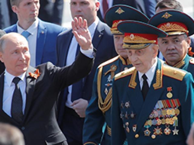 Rusyadan Kızıl Meydanda gövde gösterisi