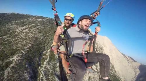 Paraşütle atlayan tatilcilerden tebessüm ettiren sözler