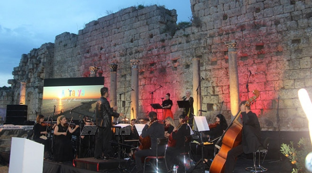 Antalya, turizm sezonunu Perge Antik Kentinde açtı