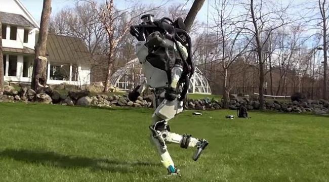 Atlas robot doğada da koşabiliyor