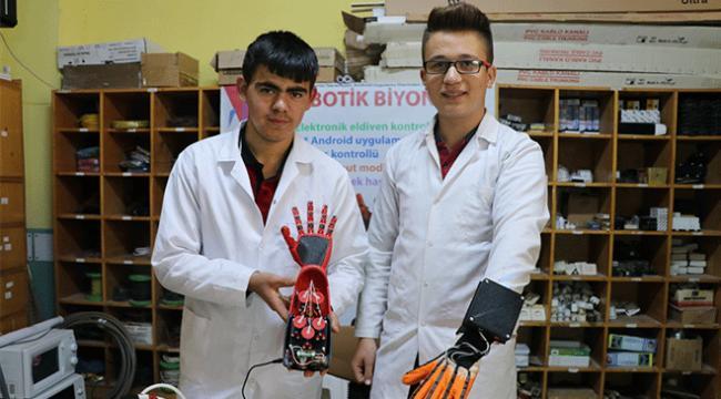 Denizlide lise öğrencileri uzuv kaybını önlemek için biyonik el üretti
