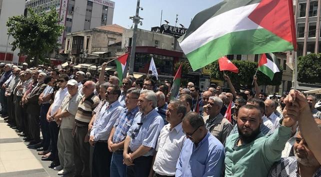 Şehit Filistinliler için sela okundu, gıyabi cenaze namazı kılındı