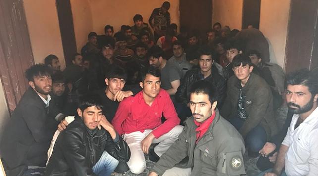 Vanda 1 ayda 408 göçmen yakalandı