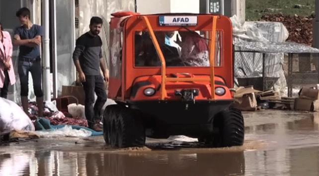 Mahsur kalan işçileri AFAD ekipleri kurtardı