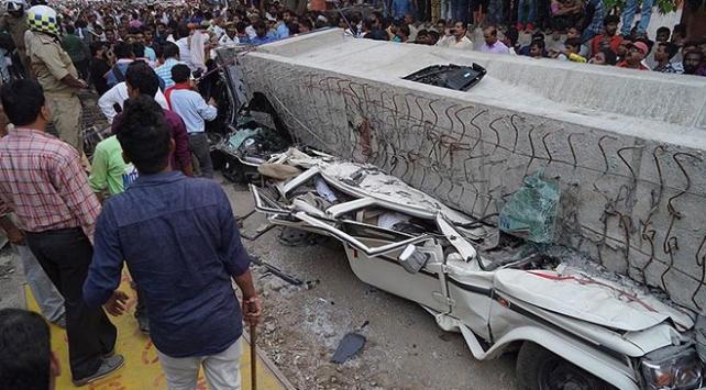 Hindistanda üst geçit çöktü: 18 ölü