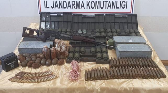 Ağrı Dağında PKKya ait 61 el bombası ele geçirildi