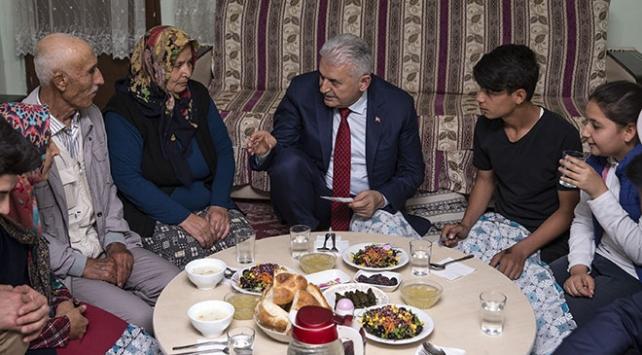 Başbakan Yıldırımdan Aktaş ailesine iftar ziyareti