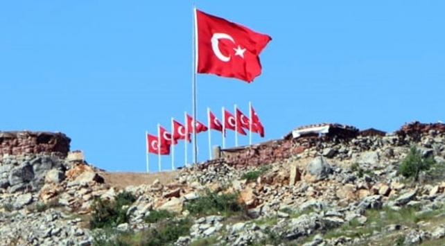 Şehitler Tepesi, Türk bayraklarıyla donatıldı