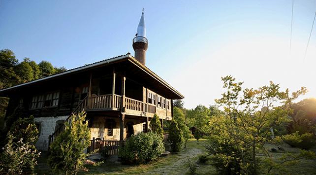 Tarihi çivisiz camiler, turistlerin ilgi odağı oluyor