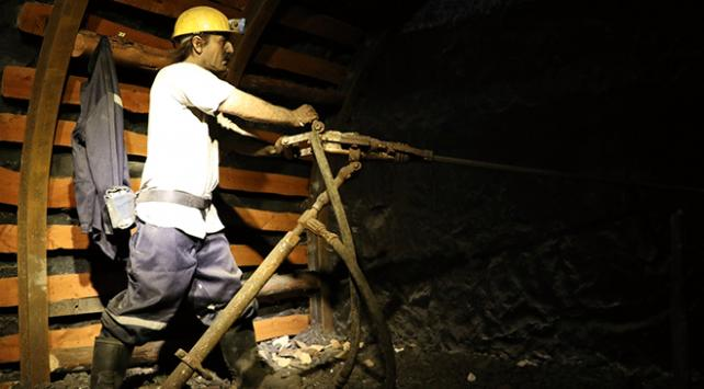 Türkiyenin ilk taş kömürü müzesi, yer altındaki zorlu çalışma ortamını yansıtıyor
