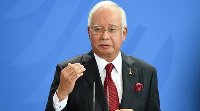 Eski Malezya Başbakanı Rezakın evlerine operasyon