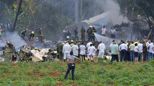 Kübada yolcu uçağı düştü