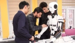 """İnsansı robot """"Yiğido"""" nişan alıp atış yapabiliyor"""
